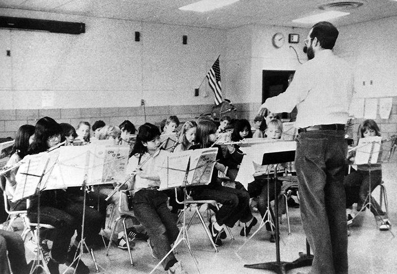 Black and white photograph of a lesson or performance by Kent Gardens' orchestra in 1983.